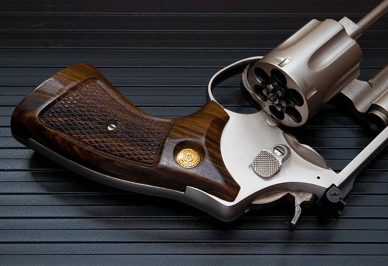 Smith et Wesson 357 37628379001_3a87f03496_c
