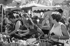 Mature woman on market - Photo of Cruzy