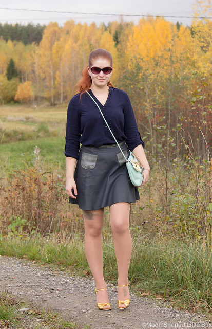 OOTD My Style Fashion styleblogger Esprit Shirt Ompelimo Rokita Nahkahame Leatherskirt Gucci Heels Cobblerina Bag Fashion blog Finland Golden heels