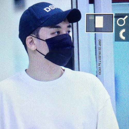 Seungri arrival Seoul 2017-09-22 (6)