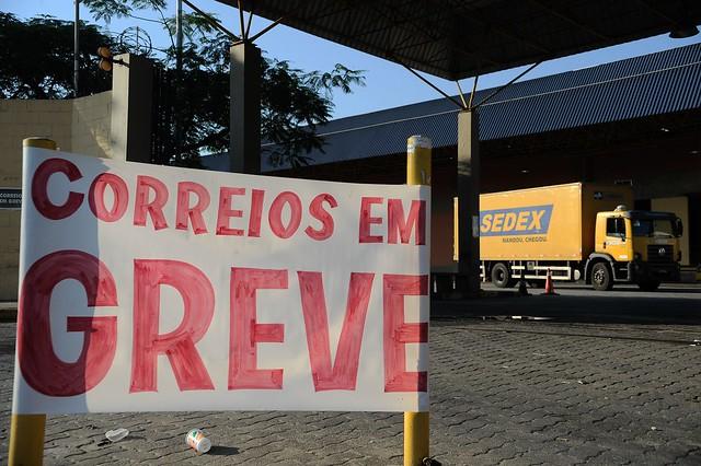 No Paraná, trabalhadores responderam à ameaça com uma greve de 20 dias e adesão de 70% dos funcionários - Créditos: Fernando Frazão