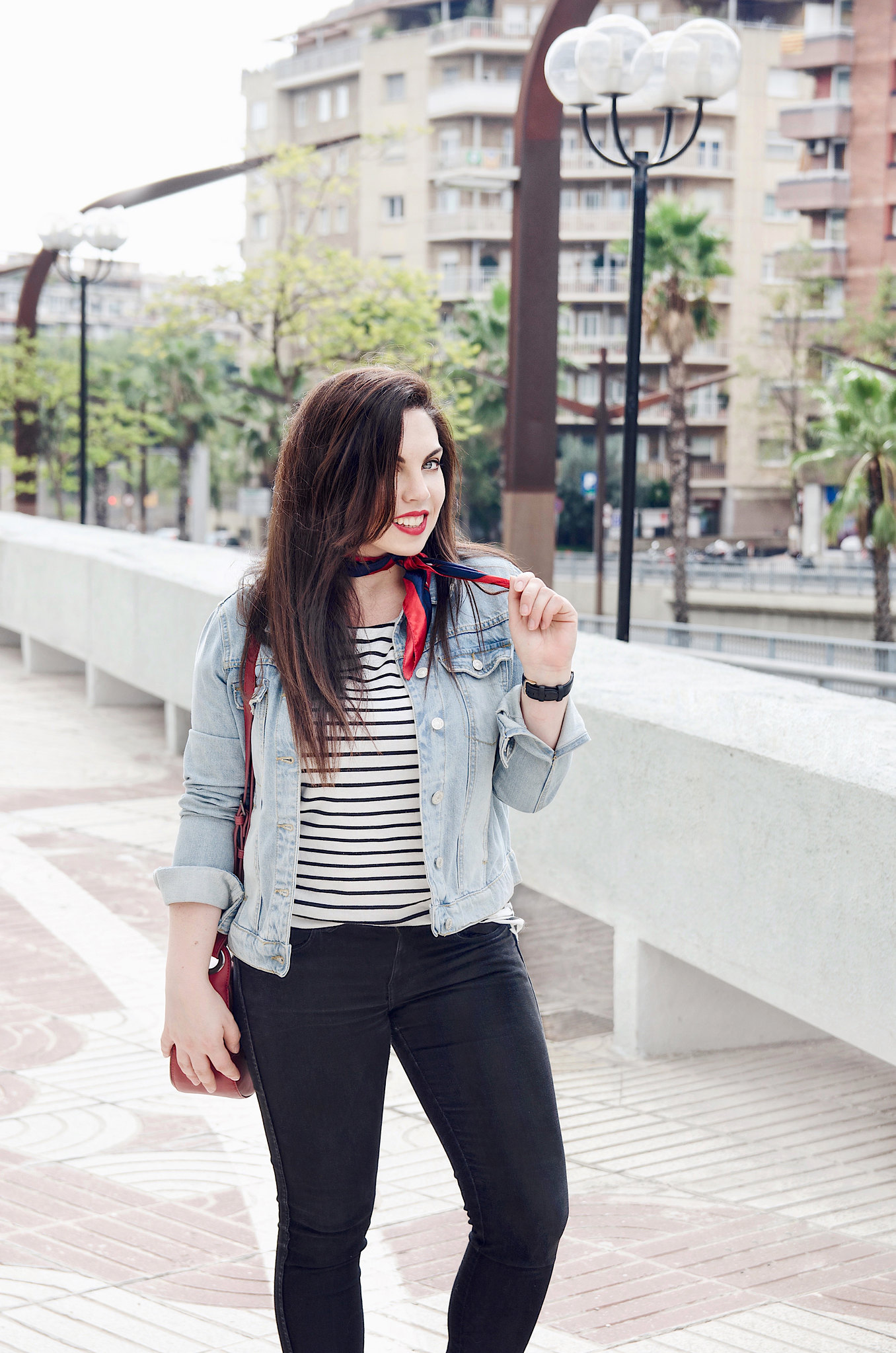 Look con cazadora denim