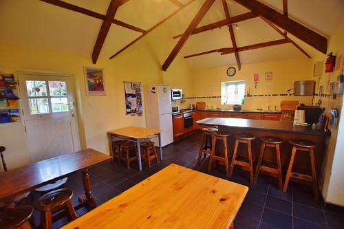 Caerhafod Lodge Pembrokeshire Coast - shared kitchen in the hostel