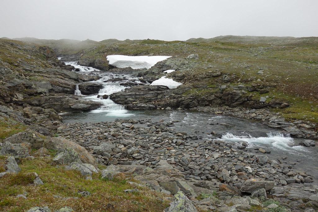 The place where I forded Áhkalmjåhkå.