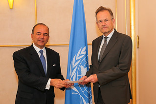 NEW PERMANENT REPRESENTATIVE OF PERU PRESENTS CREDENTIALS TO DIRECTOR-GENERAL OF UNITED NATIONS OFFICE AT GENEVA