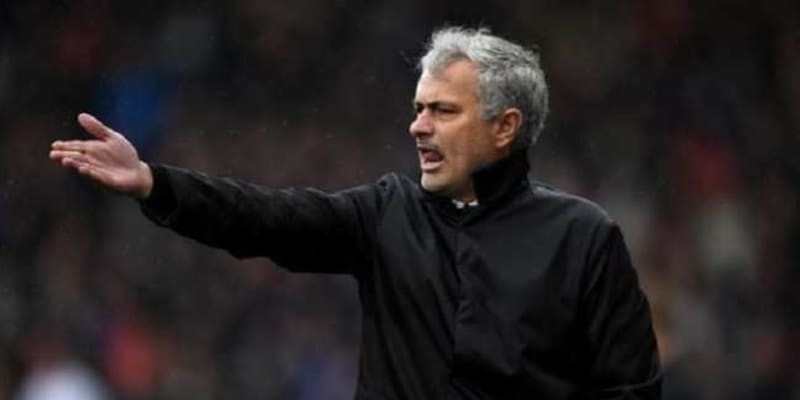 Manchester United Bajak Pemain Huddersfield Town