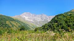 Droga do obozu  Marjanishvili. W pobliżu miejsca obozu Laphuri. Szczyt Zeskho 3792m.