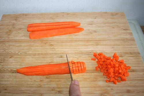 15 - Möhre würfeln / Dice carrot