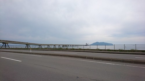 函館湾をぶち抜く工場の桟橋。