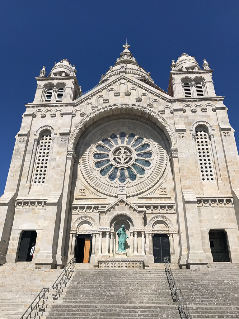 viana do castelo men Portugal - viana do castelo the history of viana started on monte de santa luzia on which there is now a modern temple for the young and fit the climb to the top of the dome (zimborium) will be memorable.