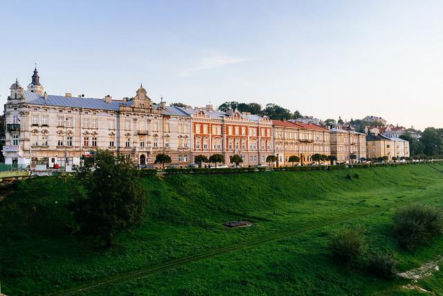 Embankment and buildings in Przemysl, Poland / Damm und Gebäude in Przemysl, Polen