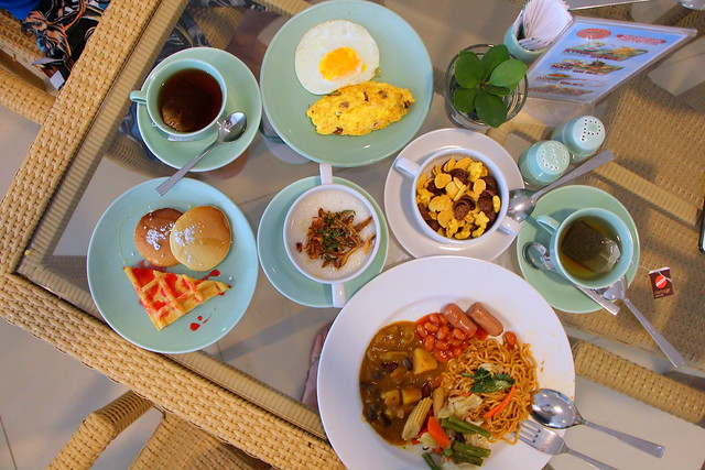 Harris Resort Waterfront Batam: Breakfast