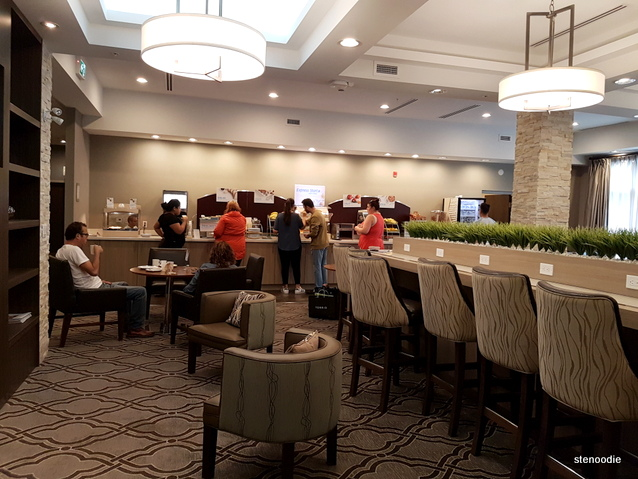 Holiday Inn Express & Suites Oshawa dining room