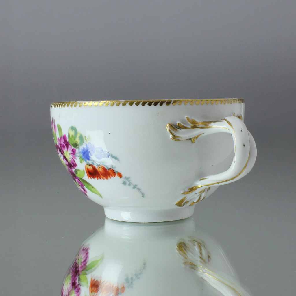 meissen um 1760 teetasse mit blumen und vielzahn goldrand punktzeit tea cup ebay. Black Bedroom Furniture Sets. Home Design Ideas