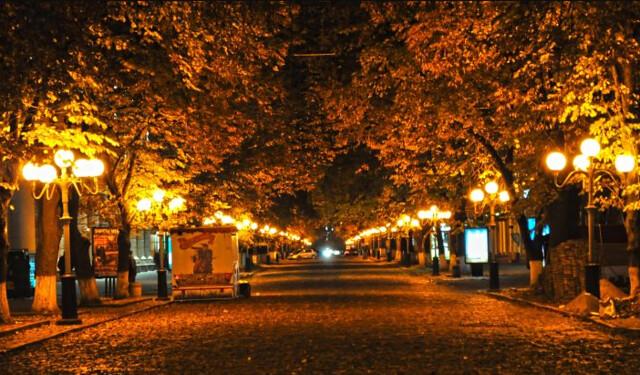 Пішохідна частина вулиці Соборності