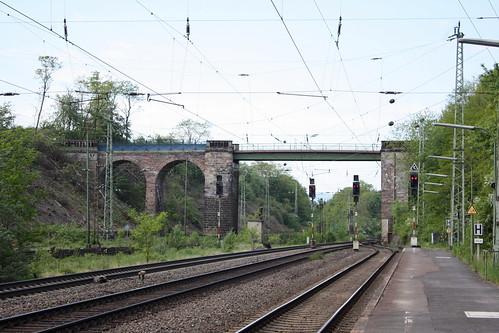 Wegbrücke über der südlichen Ausfahrt des Bahnhofs Eichenberg