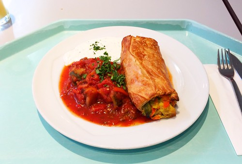 Vegetable strudel with ratatouille & herb dip / Gemüsestrudel mit Ratatouille & Kräuterdip