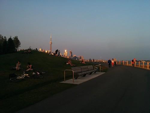 Shining #toronto #ontarioplace #trilliumpark #williamcdavistrail #lakeontario #torontoharbour #skyline #latergram