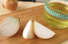 Onion-Juice-For-Hair-Breakage