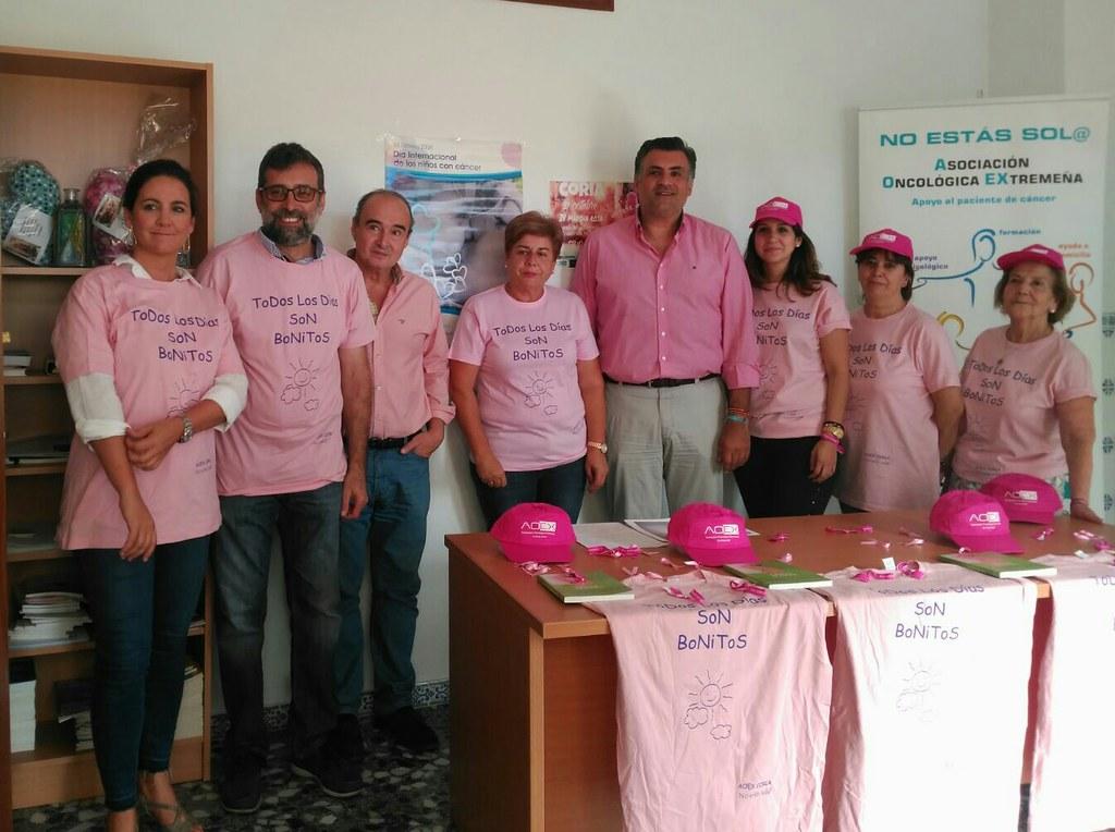 """V Marcha Rosa en Coria bajo el lema: """"Por ti! Por ell@s! Vístete de rosa!"""