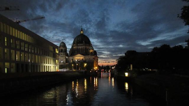 Blick von der Rathausbrücke zum Berliner Dom