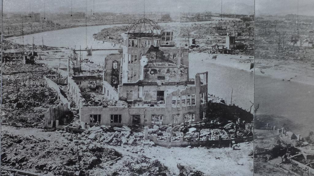 原爆投下後の産業奨励館(広島平和記念公園展示写真を17.09.30撮影:筆者)