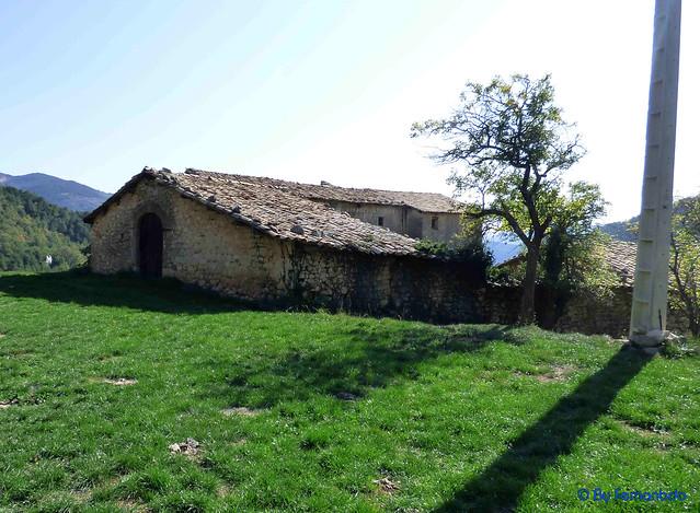 Solsonès 2017 - Exc 03 - Serra de Pratformiu -02- Serra de Guixers -02- Sant Martí de la Corriu -01- Casa señorial y ermita de Sant Martí -04