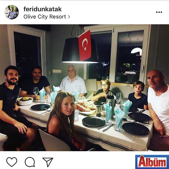 En Vie Beach'in sahibi Feridun Katak, ailesi ile birlikte doğum günü yemeğinden bu fotoğrafı paylaştı.