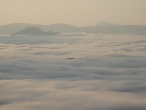 ちょっと顔を出した中の島が竹田城っぽかった