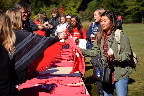Students get some Alumni Association swag during the Red and White Week Kick-Off on Stafford Commons.