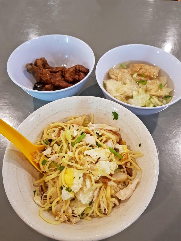 魚露炒米粉 $7 & 雞腳 $1/pc @ Ah Pau's 魚滑麵 Hong Kong Style Fish Paste Noodle at 港飲港吃美食坊 Kong Yam Kong Sek CenterPoint Bandar Utama