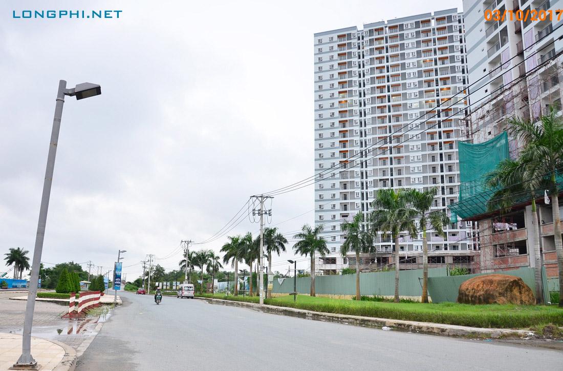 Đường Đào Trí, phường Phú Thuận trước dự án Jamona City của Sacomreal và The EverRich 2 của Phát Đạt.
