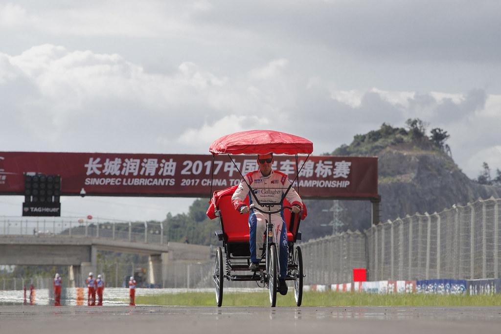 CHILTON Tom (GBR) Citroen C Elysée team Sébastien Loeb Racing ambiance portrait   during the 2017 FIA WTCC World Touring Car Championship at Shanghai, China, September 13 to 15 - Photo Frederic Le Floc'h / DPPI