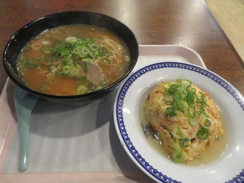 京都競馬場の比龍の天津飯セット