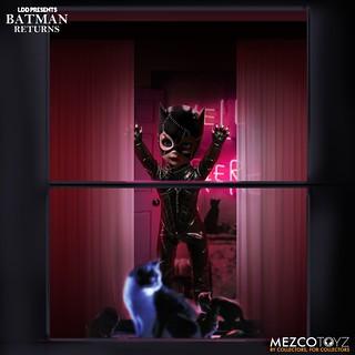 這個貓女實在好獵奇~~ MEZCO 活死人娃娃系列《蝙蝠俠大顯神威》貓女 LDD Presents Batman Returns: Catwoman
