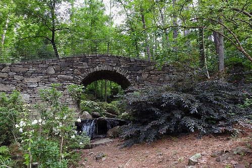 garvanwoodlandgardens hotsprings arkansas usa botanicalgarden garden forest woods water river falls bridge naturalstone wood tree trees circularbridge green landscape landscapes