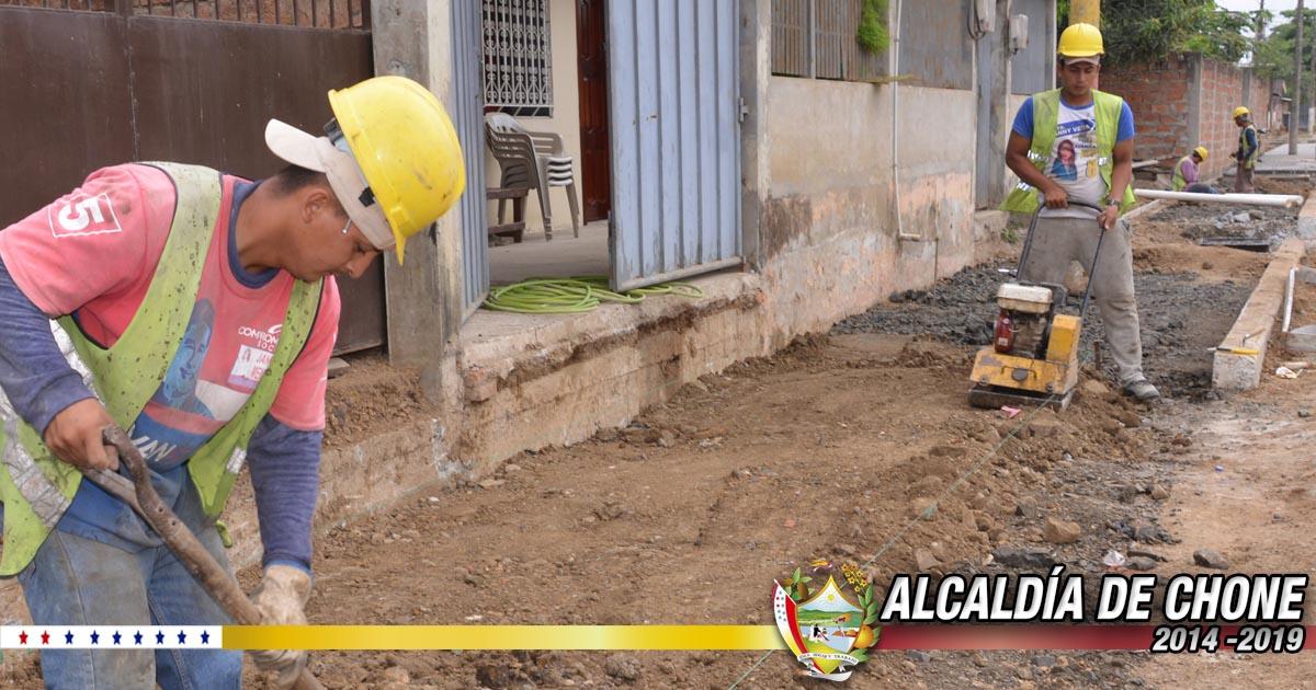 Ciudadanos reciben agradecidos los trabajos que se realizan en la calle Salustio Giler