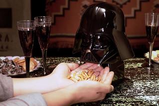 除非墮入黑暗面否則沒零食吃!!(喀滋~ TAKARA TOMY《星際大戰》黑武士、帝國風暴兵小食服務器 STAR WARS おつまみサーバー