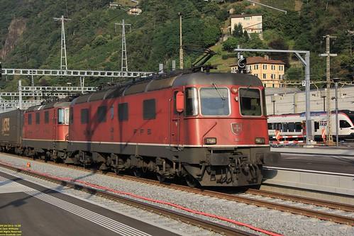 SBB Cargo SLM/BBC/SAAS Re 620 (Re 6/6) #11672 & SBB Cargo SLM/BBC/MFO/SAAS Re 420 (Re 4/4) # 91 85 4420 281-8 CH-SBBC