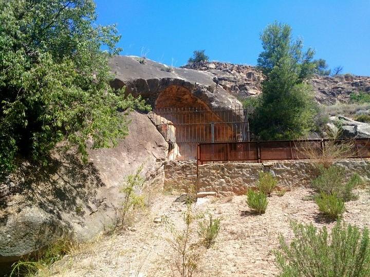 Saliente-de-las-pinturas-rupestres-del-Cogull-Lleida