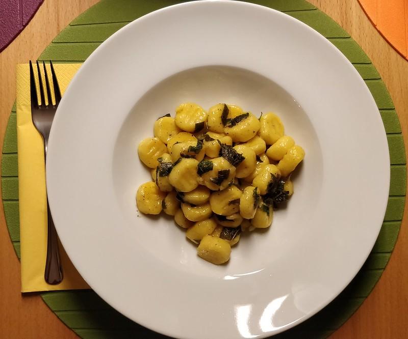 Erdäpfel-Kürbis-Gnocchi mit Salbeibutter