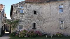 Charroux, cour des Dames