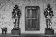 Armaduras, puerta y banqueta