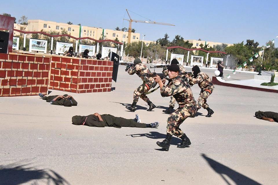 موسوعة الصور الرائعة للقوات الخاصة الجزائرية - صفحة 63 37912836086_d99be165a3_b