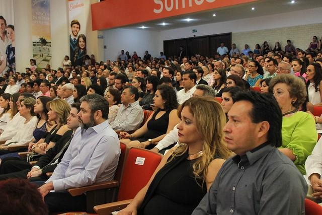190 nuevos profesionistas se suman a la vida laboral
