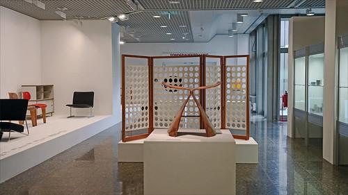 Le tabouret papillon de Sori Yanagi (Kunstgewerbemuseum, Berlin)