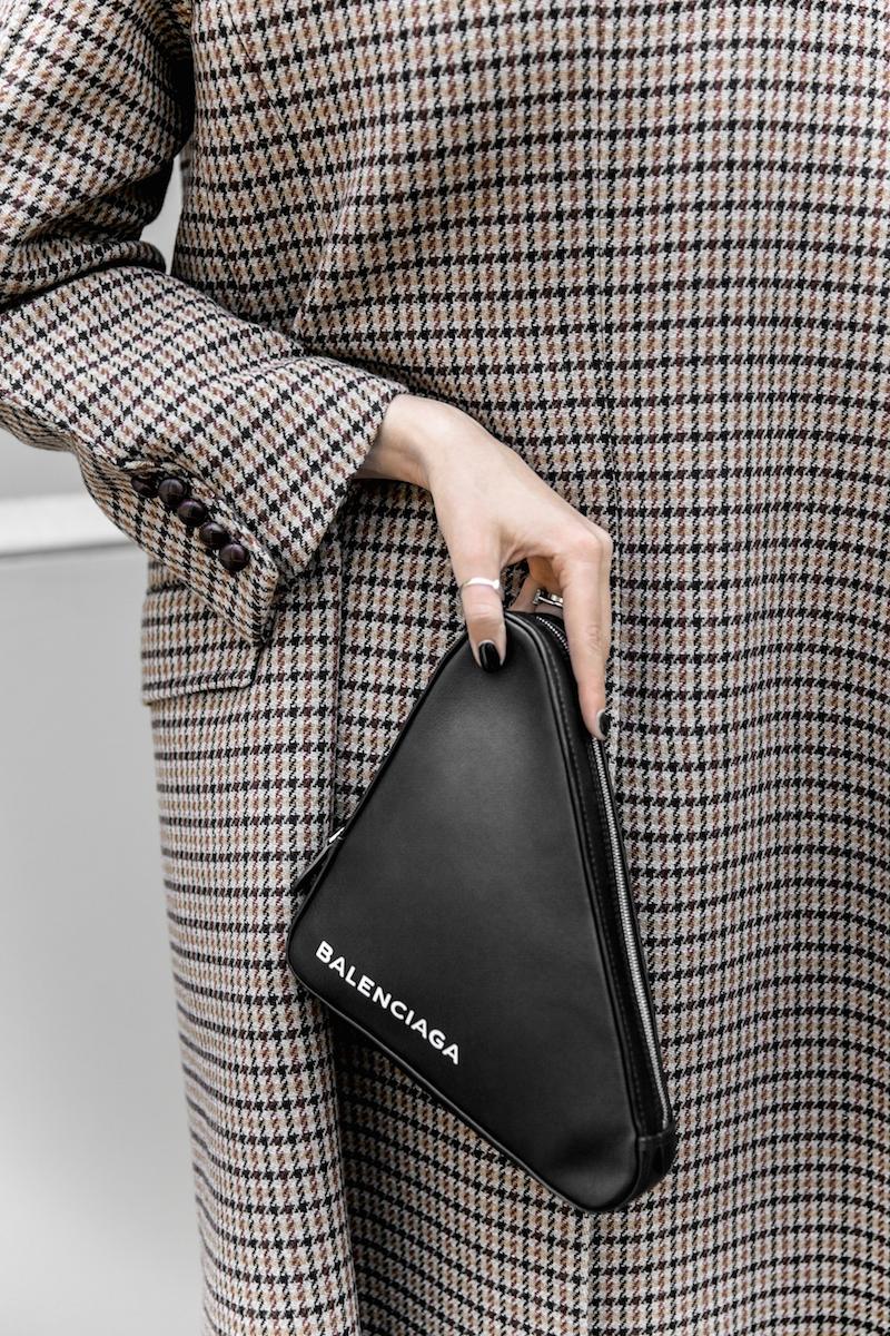 joseph houndstooth coat straight leg jeans tee minimal balenciaga triangle bag clutch street style fashion blogger outfit (1 of 7)