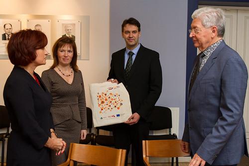 Rīgas Tehniskā universitāte un Valsts izglītības attīstības aģentūra paraksta pēcdoktorantu individuāla atbalsta līgumus