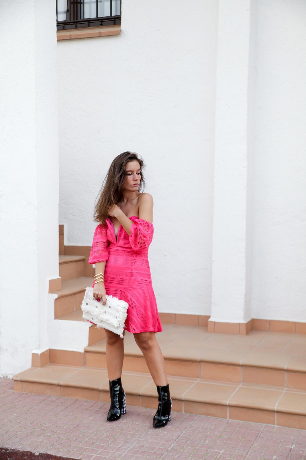 01_vestido_rosa_off_shoulder_danity_paris_pink_dress_theguestgirl_outfit_boots_vichy_trend_alert