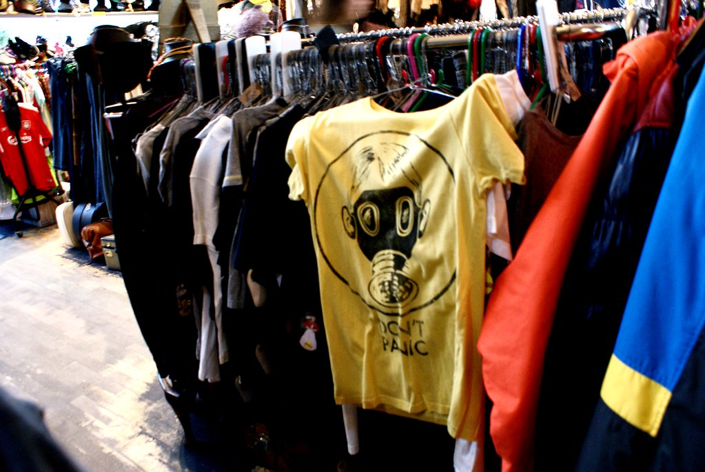 """Tshirt """"Don't panic"""" à la friperie Mr Ben retro clothing de Glasgow."""